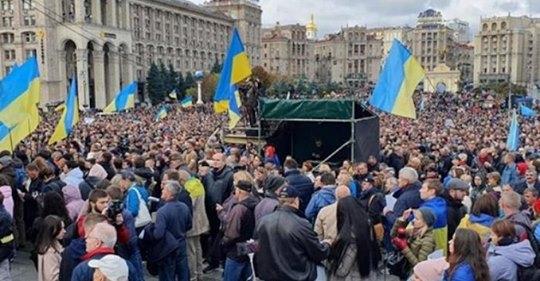 """""""Зелю геть!"""": Протести на Майдані отримали жорсткий поворот"""