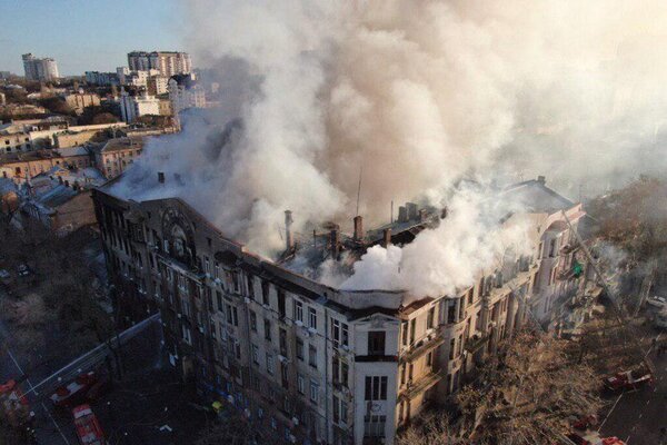 Соня вижила! Через два дні рятувальники дістали з-під завалів в Одесі вцілілу. Українці не стримують сліз