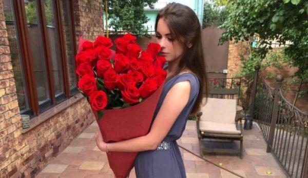 Справжня красуня: де живе і чим займається 22-річна донька Кузьми Скрябіна (фото)