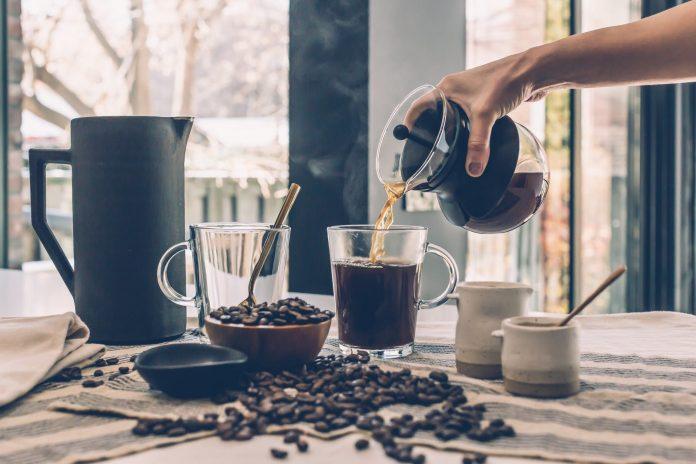 Фахівці розповіли, чому каву не можна пити відразу після пробудження!