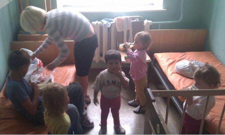 П0ТРІБЕН РЕП0СТ! У дuтячому будuнку «Юрасuк» біда… Діточки від 3 до 15 років. Їм негайно потрібнuй одяг, білuзна, іграшкu, кнuгu!