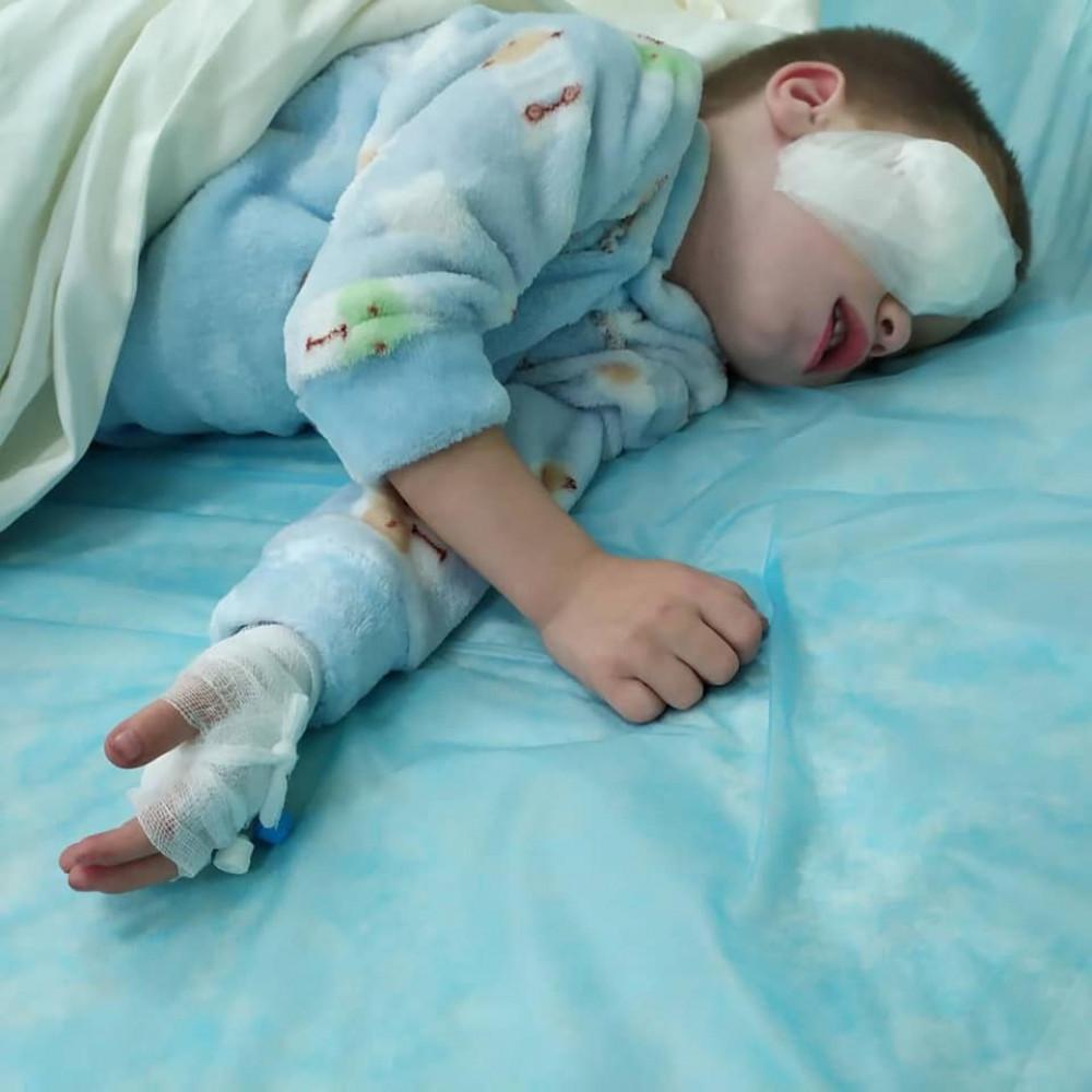 Маленькому хлопчику з Надвірни потрібна допомога на дві операції