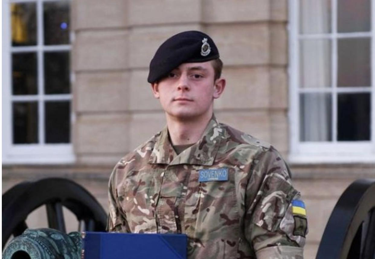 Наша гордість: Український курсант став найкращим іноземним випускником Королівської академії сухопутних військ Великої Британії (фото)