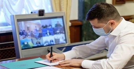 Щойно.. 18:00 Дорогі українці, нарешті хороші новини. Зеленський звернувся до народу і повідомив про…