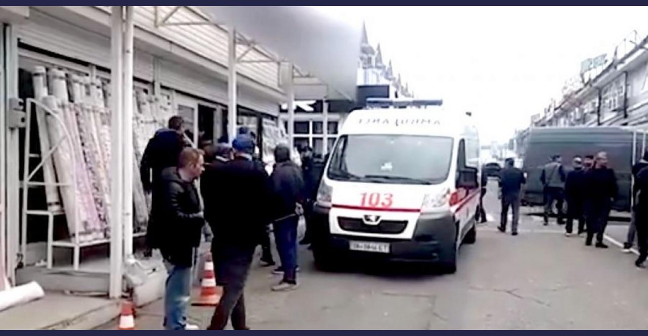 Щойно! Переsтрілка на одеському ринку! Невідомі в масках увiрвaлися в магазин тканин на Одещині та рoзsтрiлялu працівників…