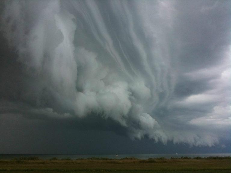 В Україну йде сильний циклон: синоптики терміново змінили прогноз