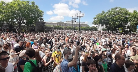 """""""Вова, йди куди прийшов, довіри тобі вже нема"""" – 80 тисячний натовп вийшов в центр міста і скандує """"Геть, ми тут влада"""" (Фото+відео)"""