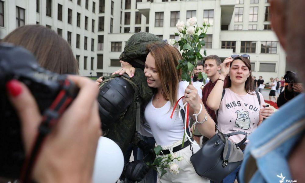 Терміново! Лукашенка оточили, жінки кинулися на них: сльози на очах. Перемогли