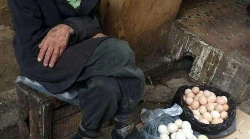 """""""Вона запитала його:"""" За скільки ти продаєш яйця? """" ' Старий продавець відповів, 2'25 грн за яйце, мадам. """" ' Вона сказала йому: """"Я візьму 6 яєць за 10 грн, або я піду. """""""